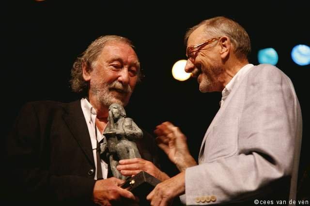 Tony Vos Amer Award 2006, uitgereikt door Cees Schrama